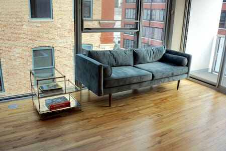 Perfect Modern City Home!! - Chicago - Condominium