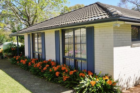 2 bedroom & kichen  flat 700m from Hornsby station - Hornsby - House