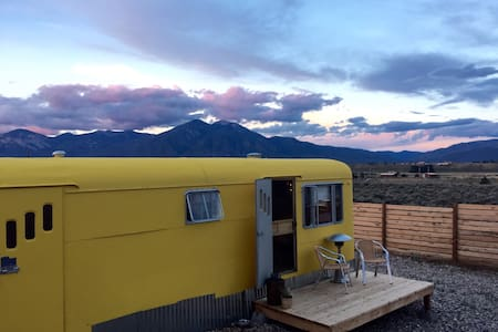 Vintage Trailer Mountain Views - 陶斯