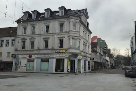 Monteur Zimmer, Zentrale Lage - Apartamento