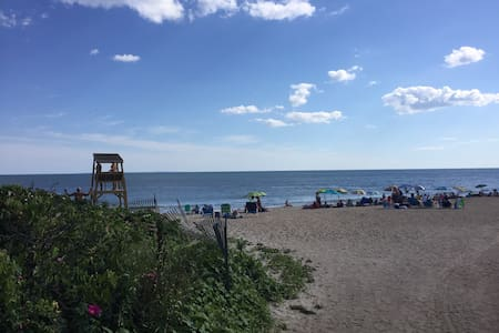 BEACH HAVEN II! Next to Matunuck Ranch by The Sea! - South Kingstown