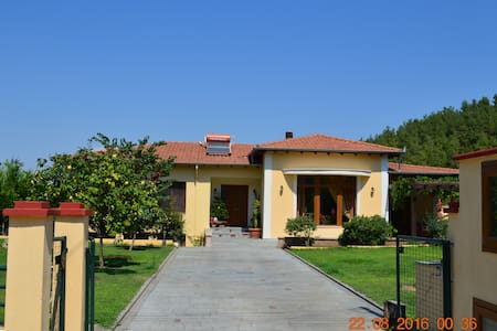 Spacious brand new villa160m2 near  forest and sea - Αμισιανά