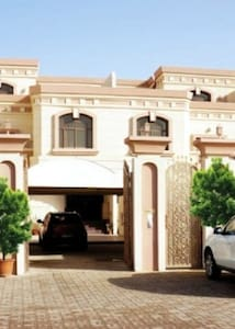 private single room for one guest - Abu Dhabi - House
