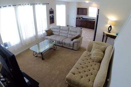 BRAND NEW HOUSE!  24 hr check-in - SPOTLESS! - Jeffersonville - Casa