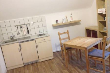 Freistehendes 2 Zimmer Apartment - Apartment