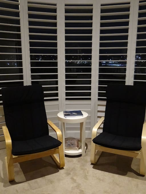 Private quiet sitting area to read in bedroom