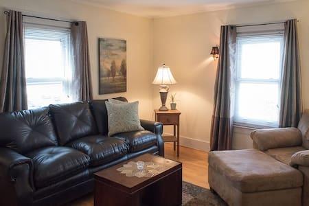 Adirondack historic 1 bedroom apartment- GF - Glens Falls - Maison