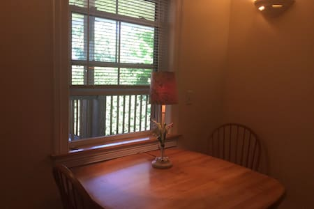 Private, very sweet one bedroom. - Saint Albans City - Leilighet
