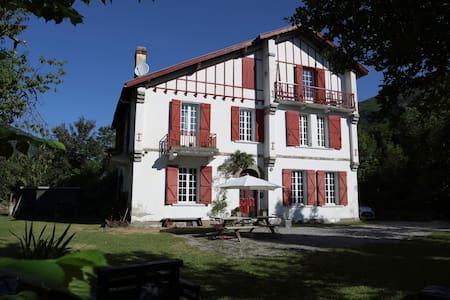 """Les Escapades d'Aurore """"Chambre LAURENTI"""" - Guesthouse"""