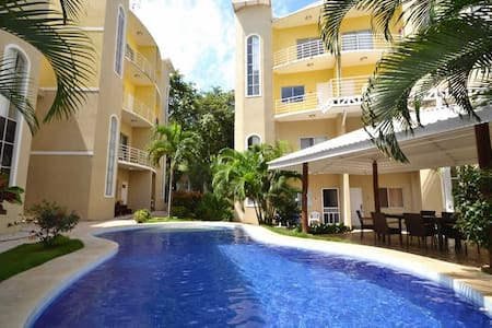 Great condo Steps from the beach!!