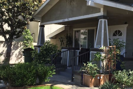 2 Private BRs in HEART of HOLLYWOOD - Los Angeles - Casa