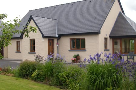 self catering cottage, on a farm .  - Ahascragh, ballinasloe