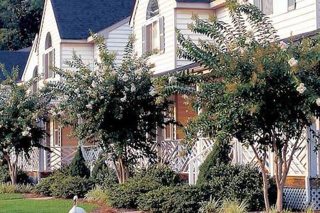 Historic Powhatan Resort: 2-Bedrooms, Sleeps 6 - Townhouse