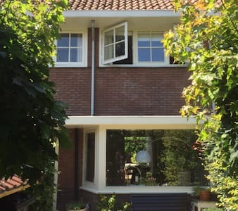 Very near to Amsterdam, a lovely familiy house - Rumah