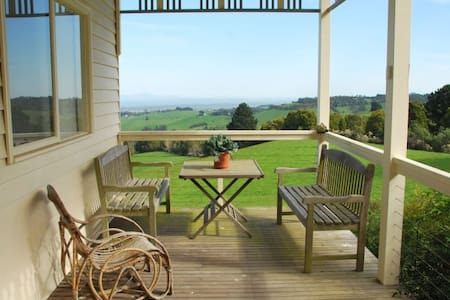 A Classic Country Retreat - Foster North