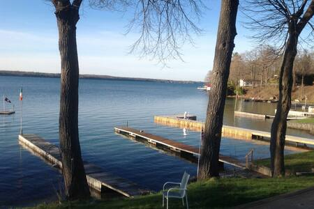 Lovely river front property. - Brockville - House