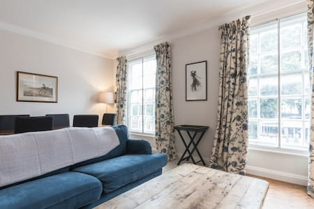 Beautifully British 4 bedroom flat on New Kings Rd - Huoneisto