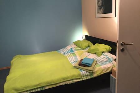 Gästezimmer mit Doppelbett - Rumah