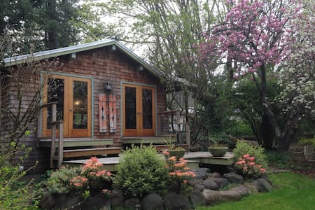 Relaxing Garden Cottage in Columbia River Gorge - Stevenson - Casa