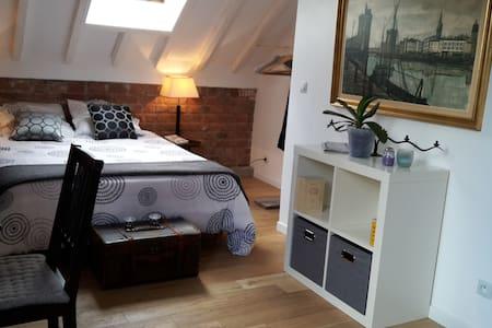 Master bedroom in a charming LOFT - La Courneuve