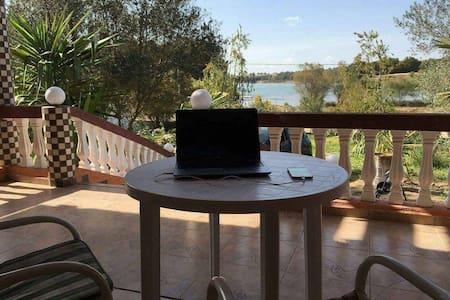 Luxueuse villa au bord d'un lac - Khémisset