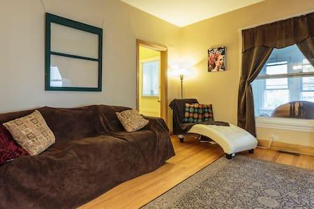 Cozy room near Downtown Evanston - Evanston - Casa