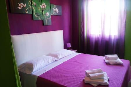 Camera Matrimoniale piccola ed accogliente - Cosenza - Bed & Breakfast