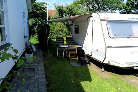 Hyggelig campingvogn til overnatning - Wóz Kempingowy/RV