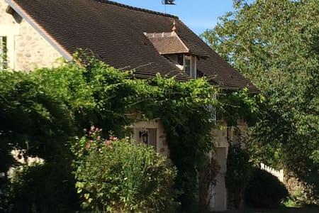Chambre dans maison proche Senlis et 45 min Paris - House
