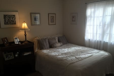 Pretty Queensize Bedroom, Sleeps 2 - Clarkston - Apartemen