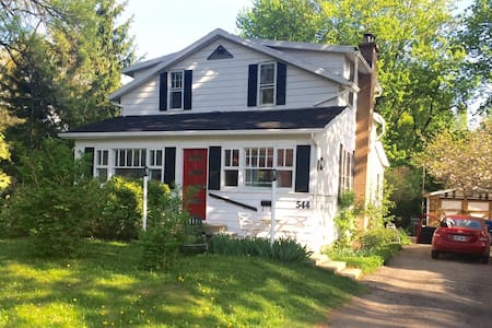 Charming House only 20 min from downtown Montreal! - House