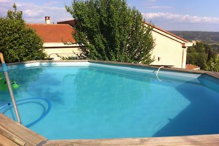 Chambre au calme avec accès piscine, terrasse - Maison