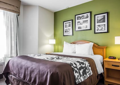 Inn by the Airport near Downtown - Bed & Breakfast