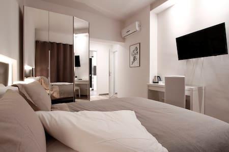 Balcony Superior Room (private WC) - Rumah