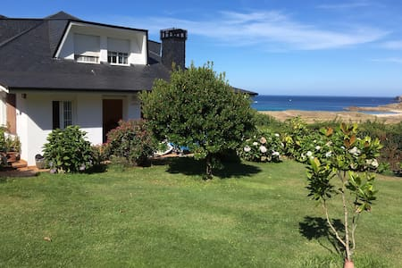 Fully-equipped beachfront apartment - O Outeiro - Huoneisto