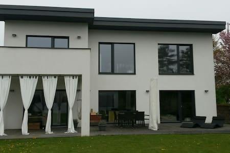 Sonniges Zimmer & Haus mit Extras - Herzogenburg - House
