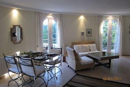 Luxueux. appartement 1 chambre, jardin et piscine - Appartamento