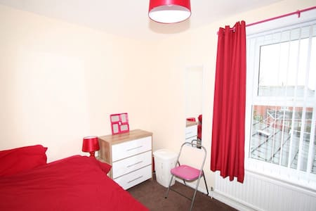 Fashion room for one person - Bolton - House