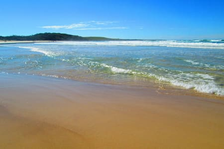 3 bedroom beach side unit with pool - Yamba