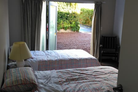 Pt Chevalier - Private Room - 2 King Single Beds - Auckland - Townhouse