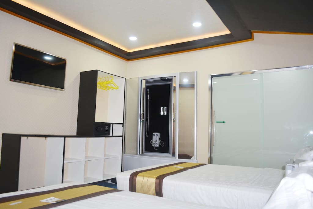interior of family twin queen room