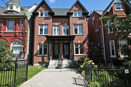Private room in Kensington Market - Toronto - House