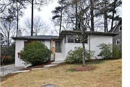 Edgewood House - Ház