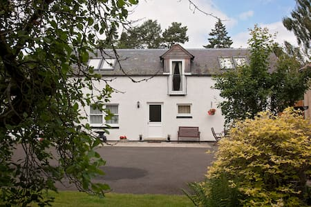 Bright, spacious and warm cottage - Blairgowrie and Rattray