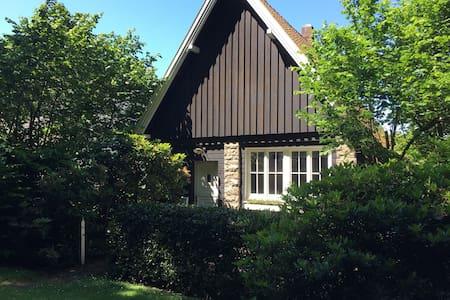 ... ein kleines Haus am Walde - Hus