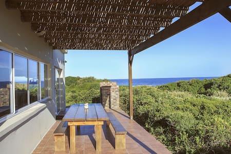 Stunning Beachouse -Beachfront - Greater Plettenberg Bay - Huis
