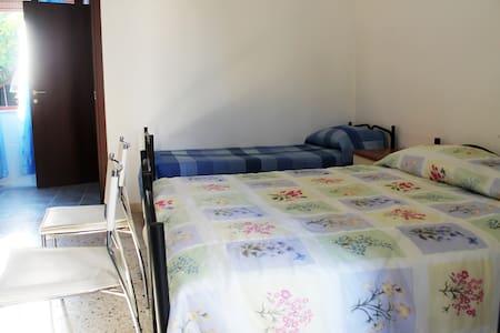 Camera Blu giardino 200mt dal mare - Tonnara di Bonagia