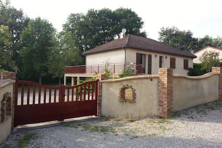 Maison Individuelle avec parc - Dům