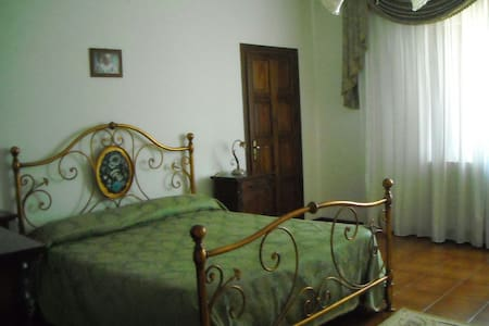 Stanza Matrimoniale 1 -B&B Villa le Palme - Scalea - Scalea, Calabria, IT - Bed & Breakfast