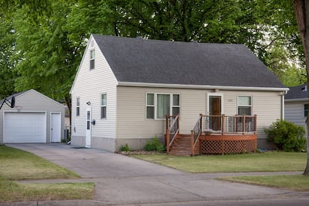 Cozy house in friendly, quiet neighborhood - House